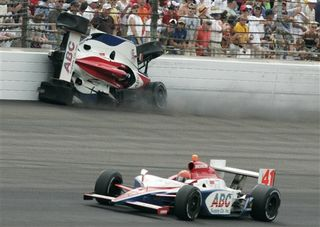 Vitormeiraindy500crash2009