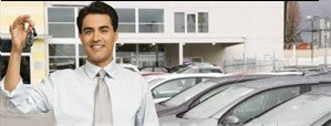 Man-holding-car_keysatdealership