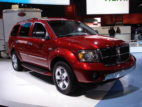 """DODGE DISPLAYED THIS DIESEL DURANGO TOWING A HORSE TRAILER WITH ITS """"HEMI-HYBRID"""" ENGINE"""