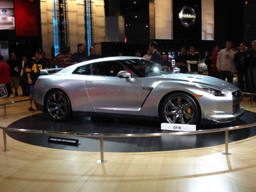 FIRST AMERICAN LOOK AT NISSAN'S 2009 GT-R