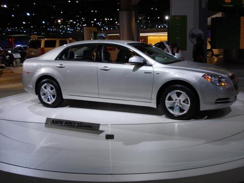 "Chevrolet Malibu ""Mild Hybrid"" Attacks Camry, Accord, Fusion"