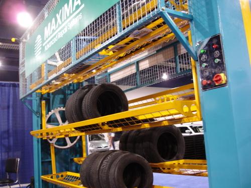 Tire distributor robot